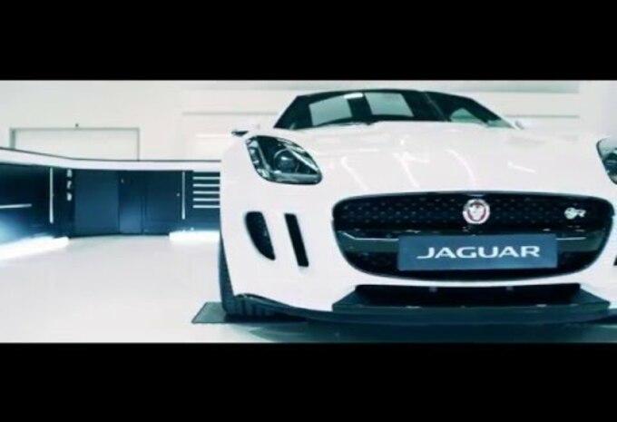 nouveau mod le jaguar f type svr officiel vid o moniteur automobile. Black Bedroom Furniture Sets. Home Design Ideas