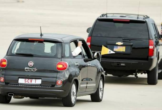 La Fiat 500L du pape à 82.000 dollars #1