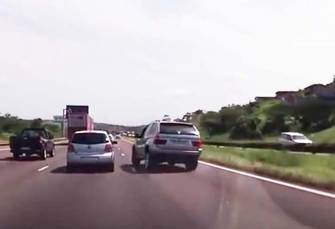 VIDÉO – Colère au volant, accident au tournant #1