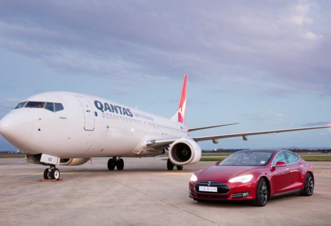 Race tussen Tesla Model S en Boeing Qantas #1