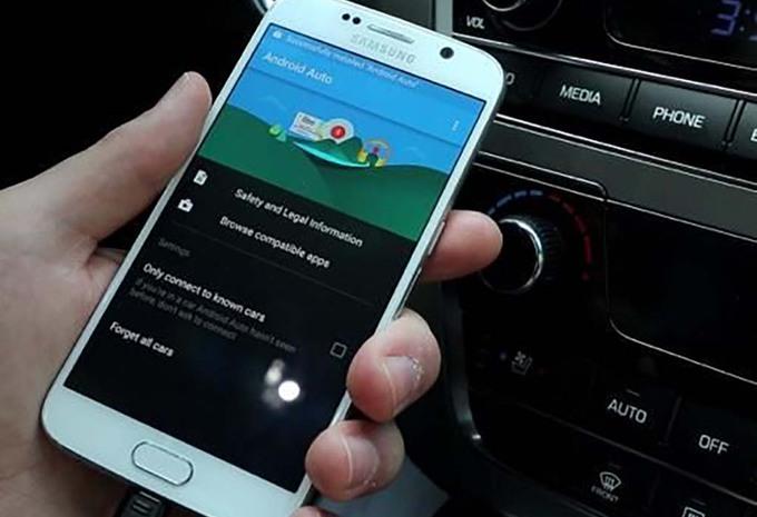 android auto l application enfin disponible moniteur automobile. Black Bedroom Furniture Sets. Home Design Ideas