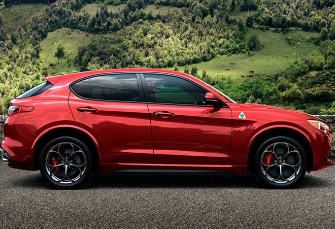 Nouveau modèle Alfa Romeo Stelvio : SUV alpin à trèfle ...