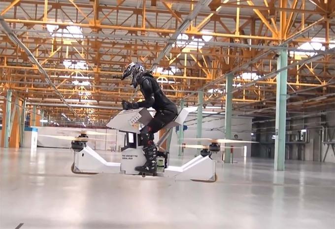 apr s l hoverboard voici l hoverbike ou la moto qui vole moniteur automobile. Black Bedroom Furniture Sets. Home Design Ideas