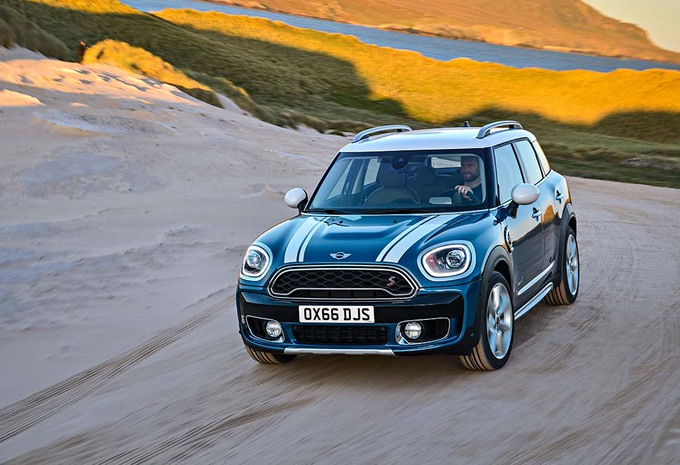 mini countryman aussi en jcw moniteur automobile. Black Bedroom Furniture Sets. Home Design Ideas
