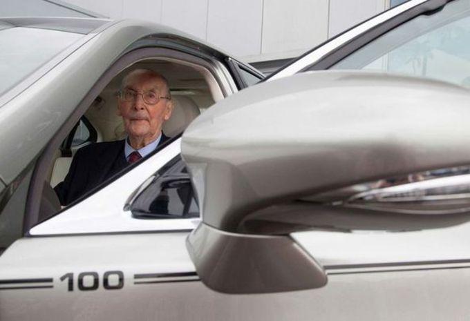 Lexus : une LS 600 h offerte à un centenaire #1