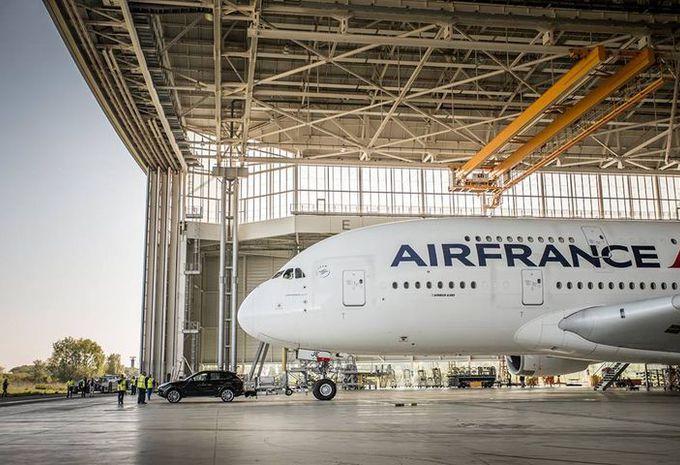RECORD - Des Porsche Cayenne tractent un Airbus A380 #1
