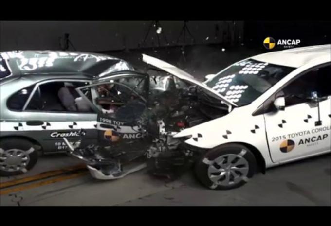 Crash-test entre Toyota Corolla de 2 générations #1