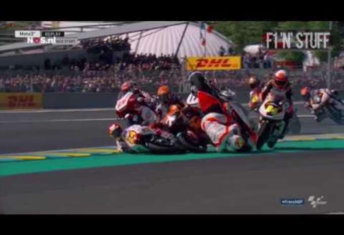 Crash Groupe En Moto 3 Moniteur Automobile