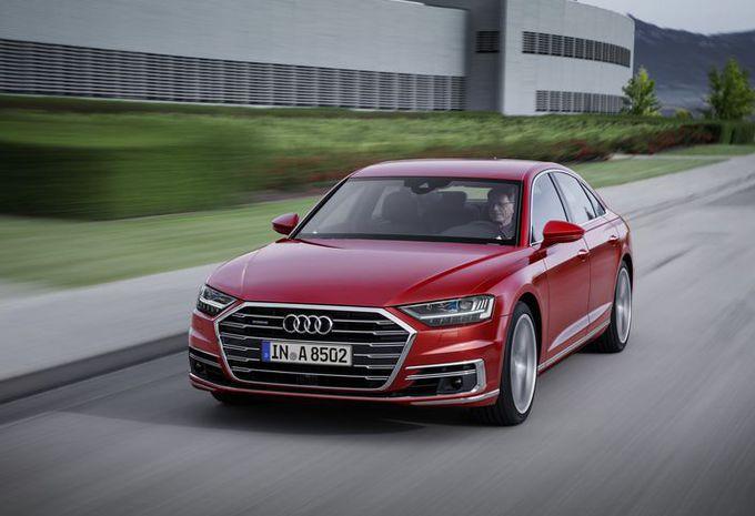 VIDÉO - Audi A8 : sans les mains #1