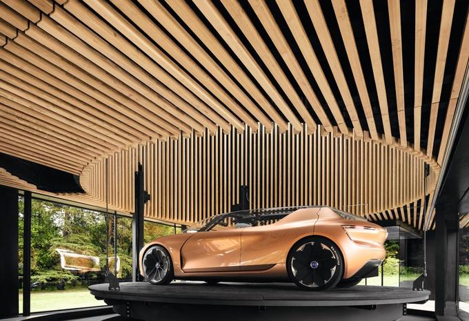 prototype renault concept symbioz qu 39 est ce qu 39 une voiture peut apporter de plus moniteur. Black Bedroom Furniture Sets. Home Design Ideas
