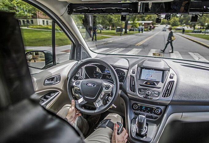Ford table sur la lumière comme langage — Véhicules autonomes
