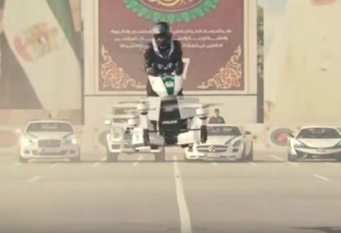 La police de Dubaï en moto…volante ? #1