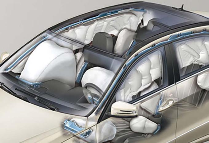 mercedes plus d un million de v hicules rappel s cause des airbags moniteur automobile. Black Bedroom Furniture Sets. Home Design Ideas
