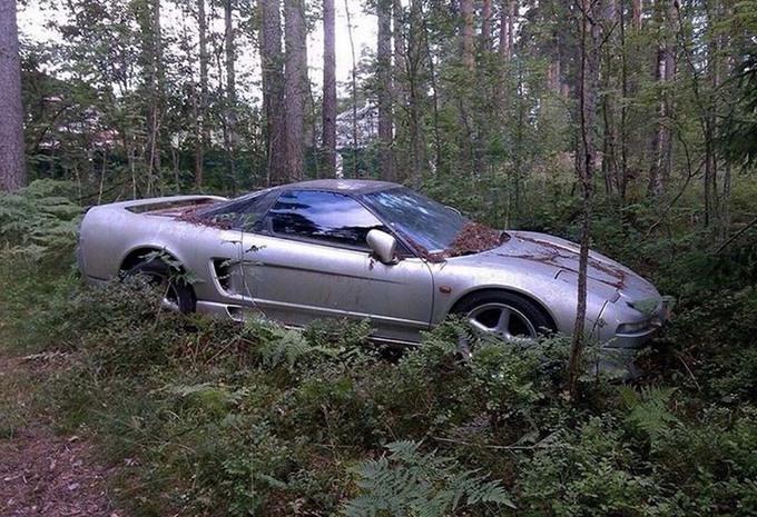 INSOLITE – Une Honda NSX abandonnée dans une forêt russe #1