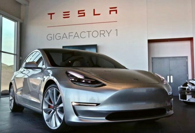 tesla 5000 model 3 par semaine mi 2018 moniteur automobile. Black Bedroom Furniture Sets. Home Design Ideas