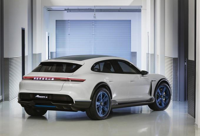 Porsche dévoile son concept car Mission E Cross Turismo 100% électrique