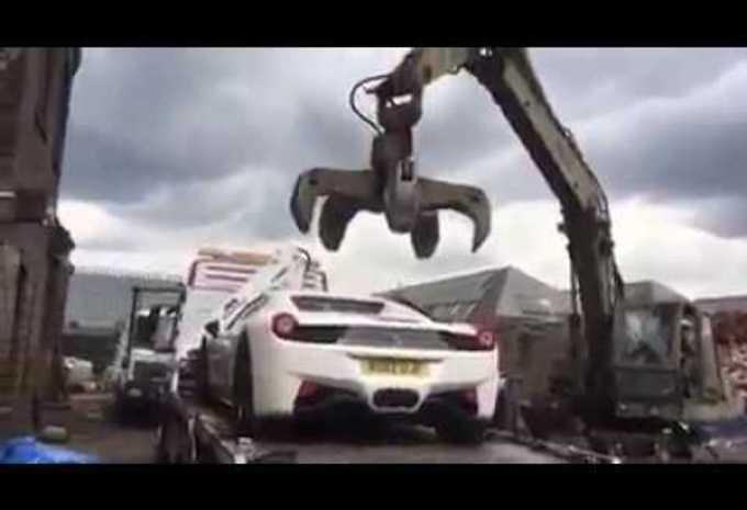 Une Ferrari 458 Spider à la casse pour fraude #1