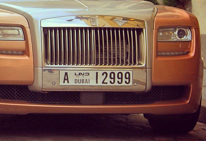 Dubaï : des plaques d'immatriculation intelligentes en test #1