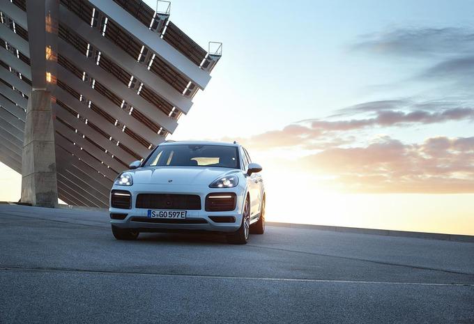 Porsche Cayenne E-Hybrid : elle peut tracter 3,5 tonnes ! #1