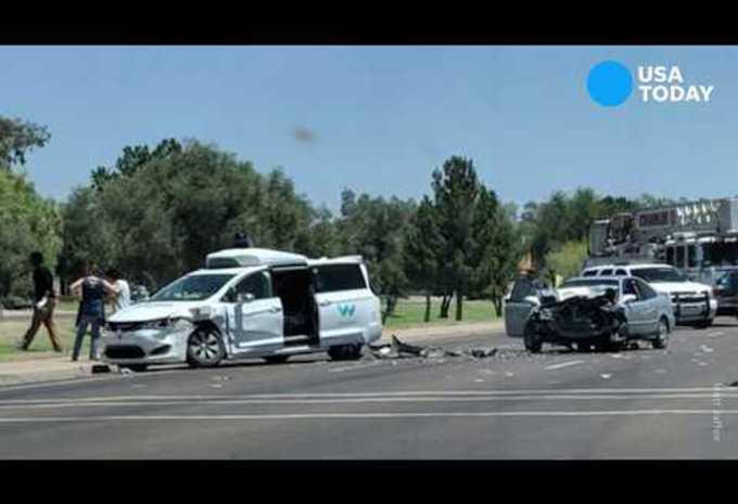 Zelfrijdende Waymo-auto betrokken bij ongeval #1