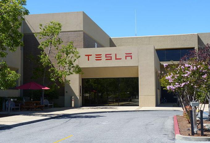 Tesla creuse ses pertes #1