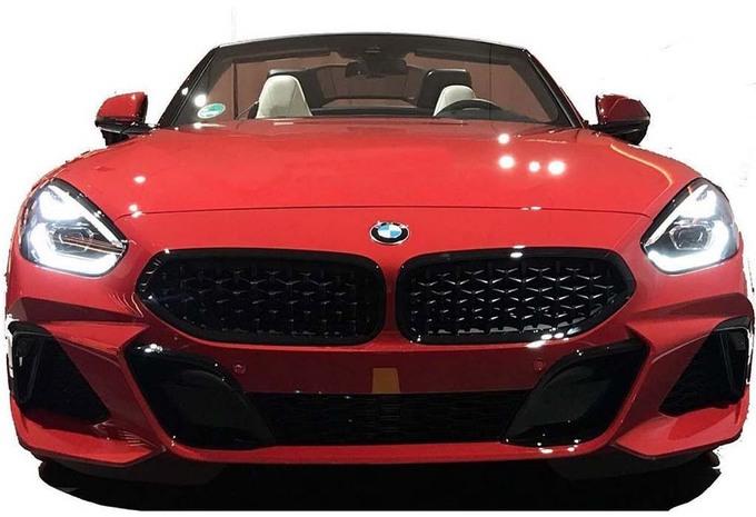 BMW Z4 : elle se montre #1