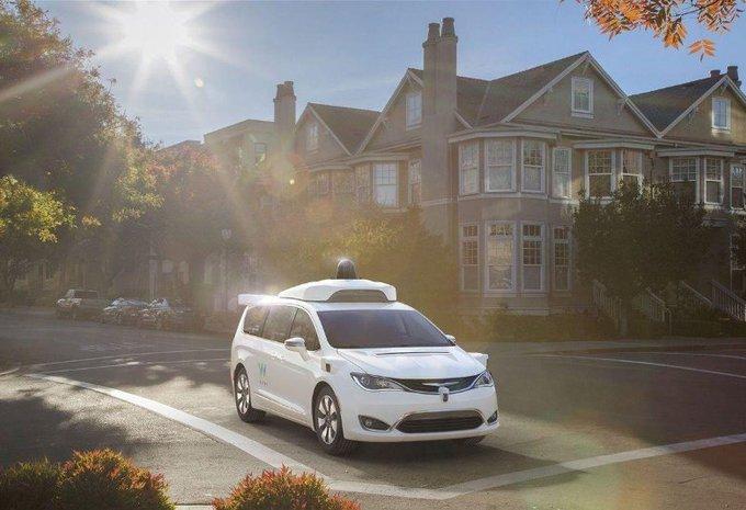 Fiat Chrysler a ouvert un centre pour la conduite autonome #1