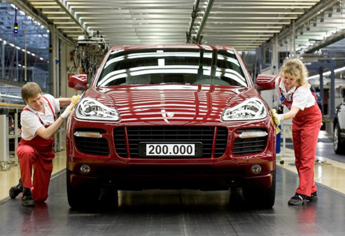 200.000 Porsche Cayenne #1