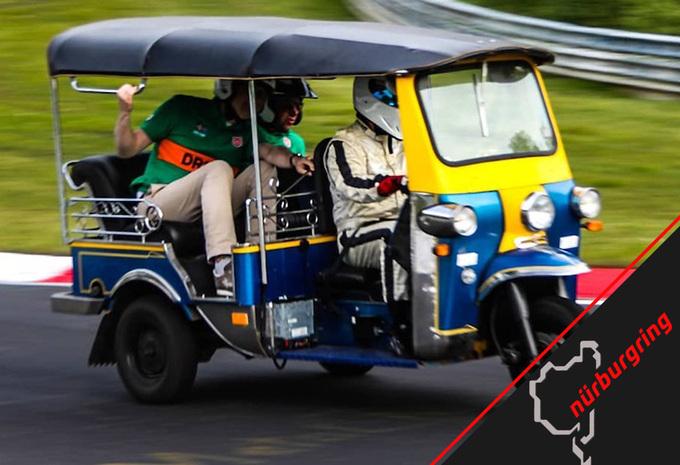 Tuktuk zet Ringrecord voor driewielers, maar in welke tijd? #1