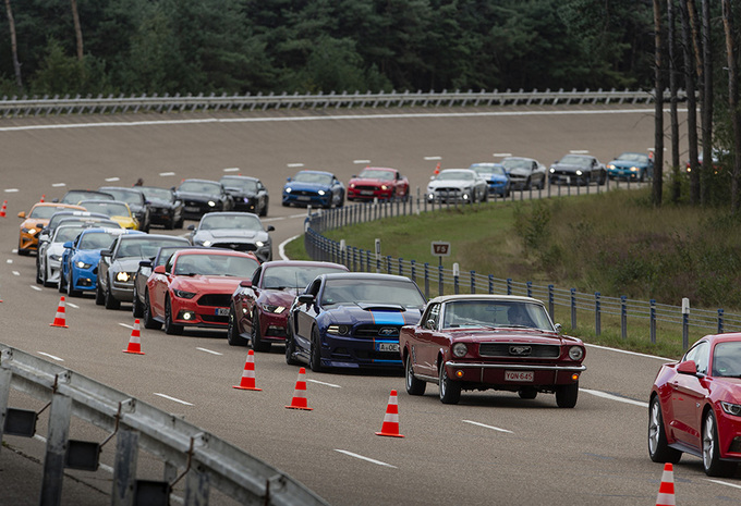 Wereldrecord in Lommel: parade van 1.326 Ford Mustangs - Update: video #1