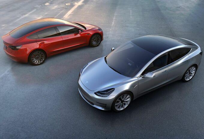700.000 dollar als je de Tesla Model 3 hackt #1