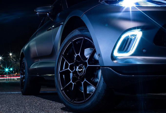 Aston Martin DBX ook als ruime zevenzitter en als slanke Coupé #1