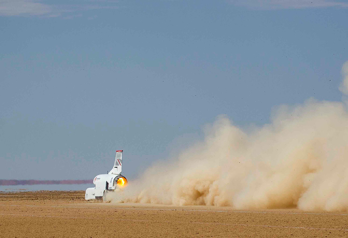 Wat als: dragrace tussen Bloodhound LSR, F1-auto en Bugatti Chiron #1