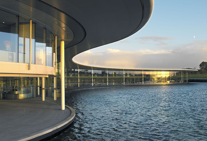 McLaren met en vente son siège emblématique de Woking #1