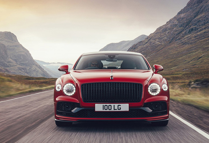 Bentley complète sa gamme avec la Flying Spur V8 #1