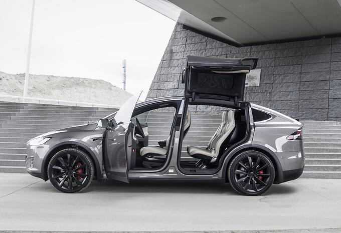 Tesla :  rappel de 158.000 voitures pour un écran tactile défectueux #1
