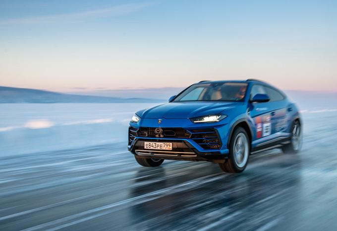 Hoe snel is de Lamborghini Urus op ijs? #1