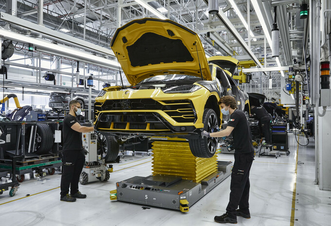 Lamborghini Urus: 15.000 and counting #1