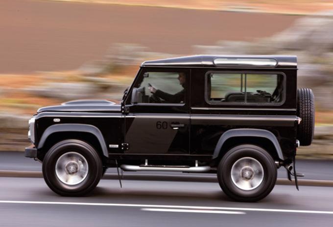 nouveau mod le land rover defender svx moniteur automobile. Black Bedroom Furniture Sets. Home Design Ideas