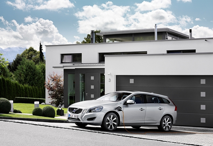 photos volvo v60 hybride rechargeable moniteur automobile. Black Bedroom Furniture Sets. Home Design Ideas