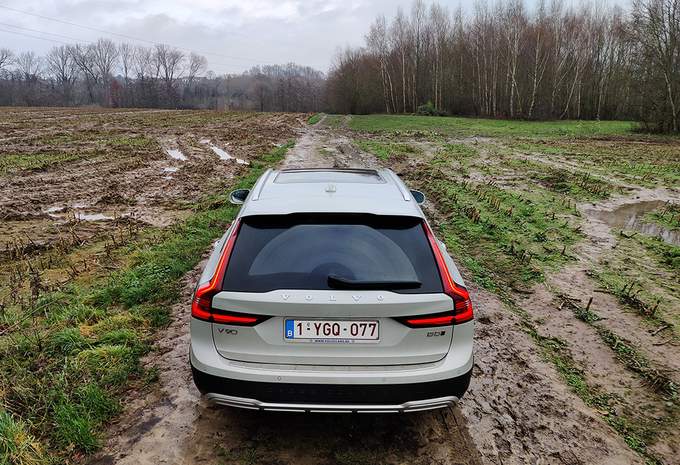 Volvo V90 Cross Country B5 AWD Hybrid : garde forestier de luxe #1