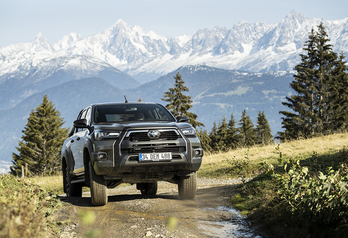 Toyota Hilux 2.8 D-4D Invincible - l'aventure vous attend #1