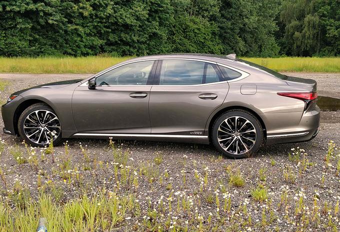 Lexus LS 500h (2021) #1