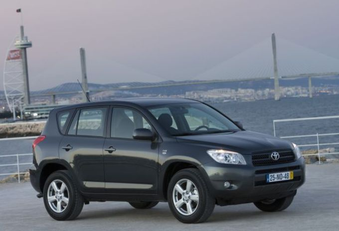 essai toyota rav4 moniteur automobile. Black Bedroom Furniture Sets. Home Design Ideas