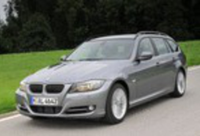 images bmw 318d 320xd touring 330d moniteur automobile. Black Bedroom Furniture Sets. Home Design Ideas