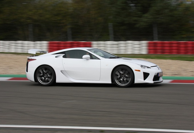 images lexus lfa moniteur automobile. Black Bedroom Furniture Sets. Home Design Ideas
