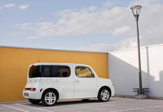 images nissan cube moniteur automobile. Black Bedroom Furniture Sets. Home Design Ideas