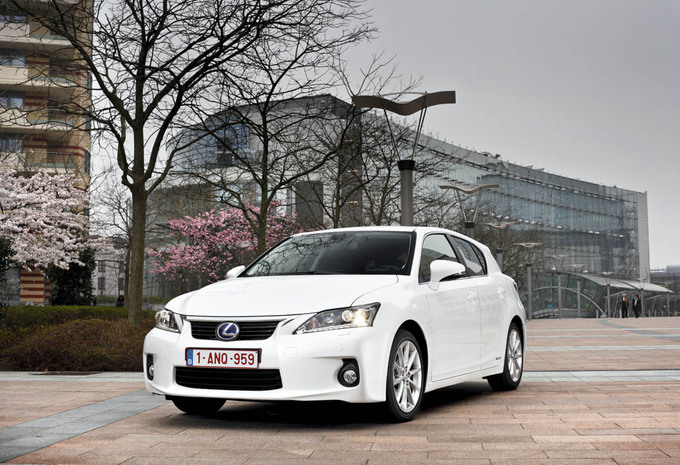 review lexus ct 200h moniteur automobile. Black Bedroom Furniture Sets. Home Design Ideas