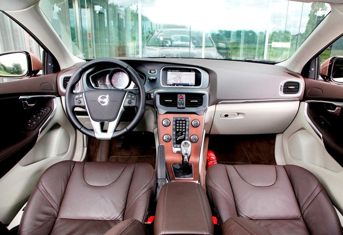 images volvo v40 d2 moniteur automobile. Black Bedroom Furniture Sets. Home Design Ideas
