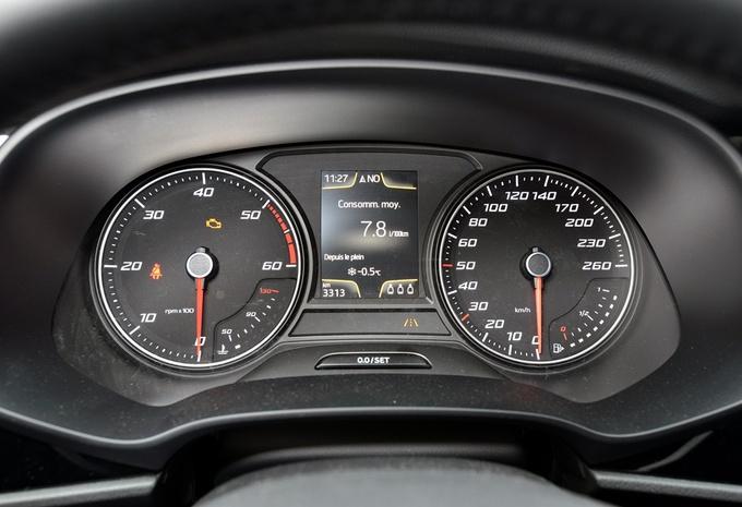 images seat leon 1 6 tdi 105 moniteur automobile. Black Bedroom Furniture Sets. Home Design Ideas